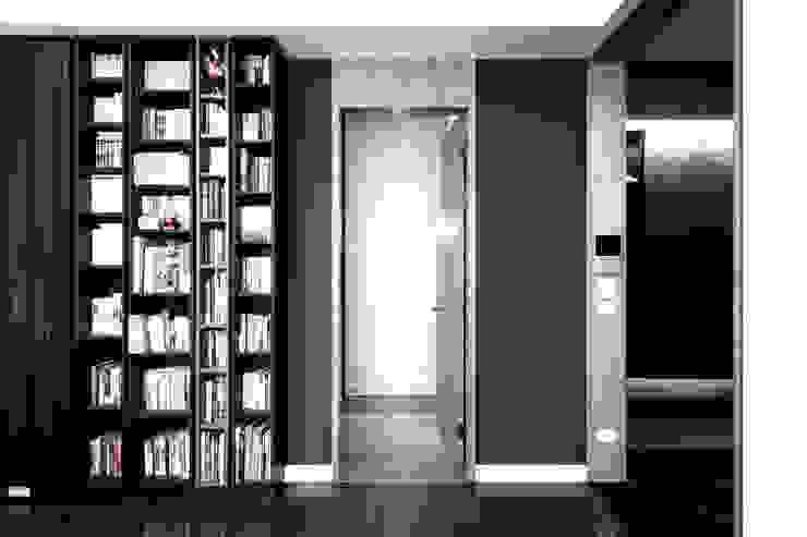 BRAVO INTERIOR DESIGN & DECO SIMPLY STYLE 現代風玄關、走廊與階梯 根據 璞碩室內裝修設計工程有限公司 現代風