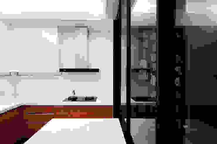 BRAVO INTERIOR DESIGN & DECO SIMPLY STYLE 現代廚房設計點子、靈感&圖片 根據 璞碩室內裝修設計工程有限公司 現代風