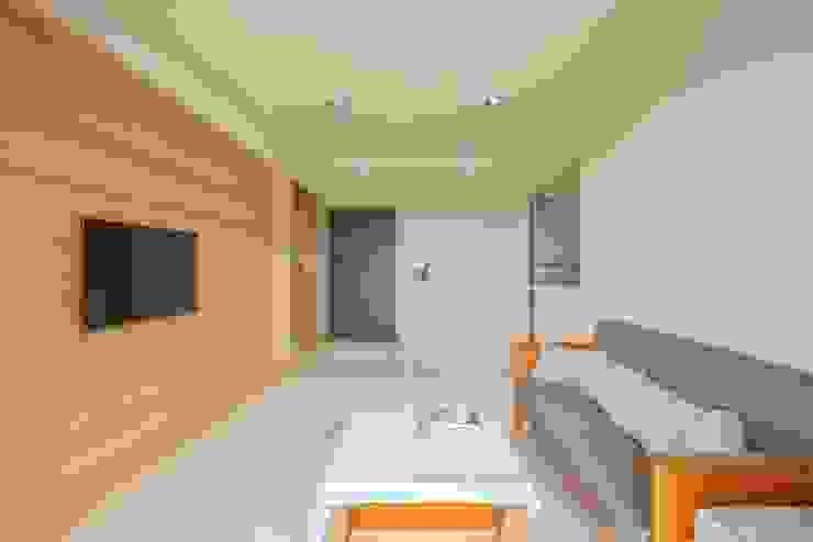 桃園市遠雄大溪地-王公館 现代客厅設計點子、靈感 & 圖片 根據 森參設計 現代風