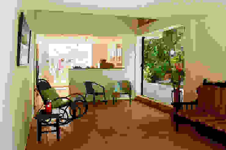 Reforma Casa La Gabriela. Sopetrán, Antioquia Salas modernas de Pequeña Escala Arquitectura Moderno