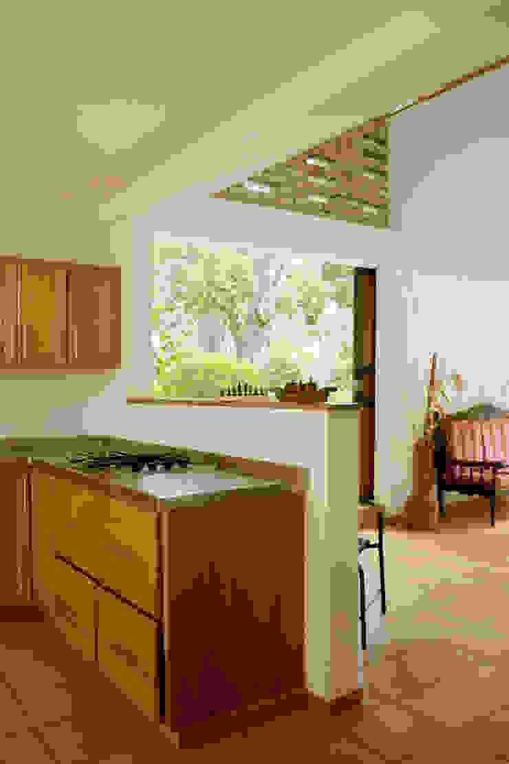 Reforma Casa La Gabriela. Sopetrán, Antioquia Cocinas modernas de Pequeña Escala Arquitectura Moderno