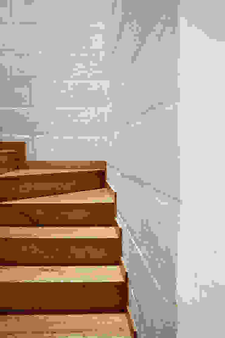 Reforma Casa La Gabriela. Sopetrán, Antioquia Pasillos, vestíbulos y escaleras de estilo moderno de Pequeña Escala Arquitectura Moderno