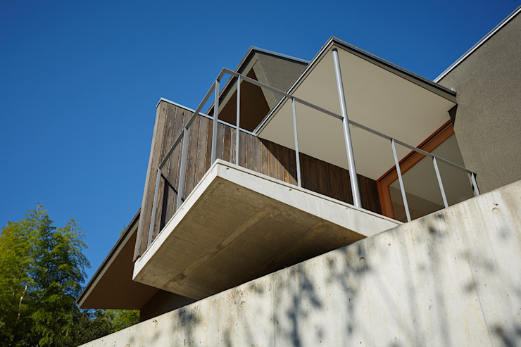 Balcones y terrazas modernos de toki Architect design office Moderno Concreto