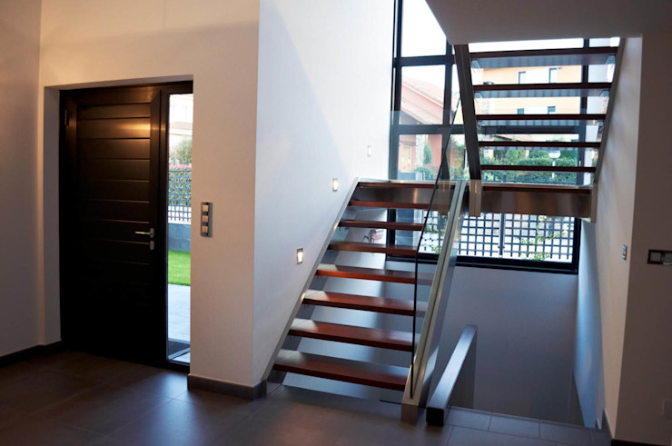 Pasillos, vestíbulos y escaleras de estilo moderno de Intra Arquitectos Moderno