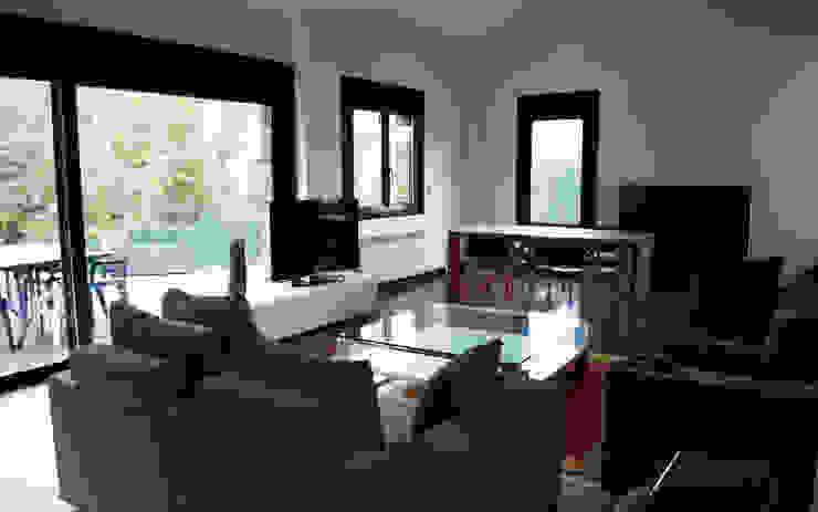 Nowoczesny salon od Intra Arquitectos Nowoczesny