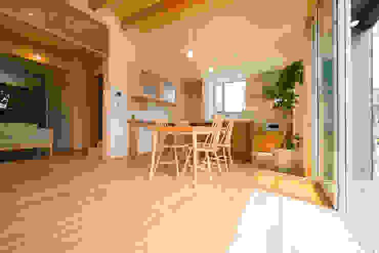 m+h建築設計スタジオ Living room Wood