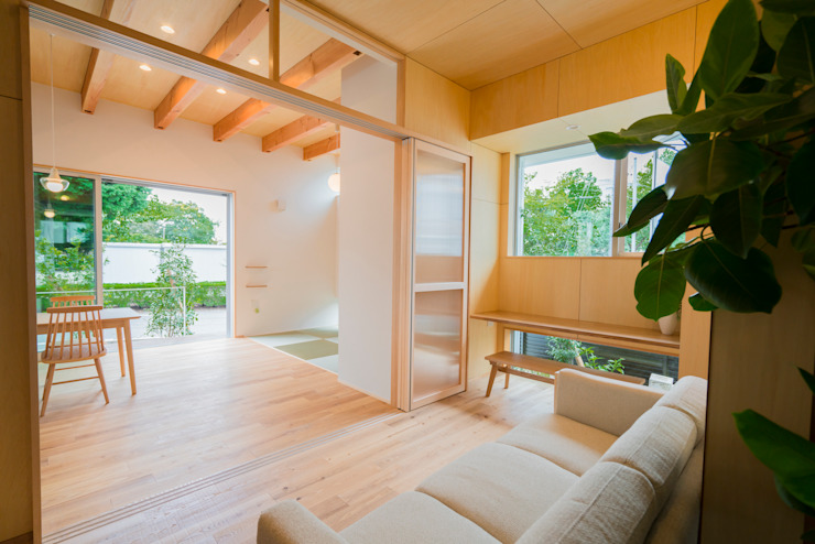 m+h建築設計スタジオ Modern Corridor, Hallway and Staircase Wood