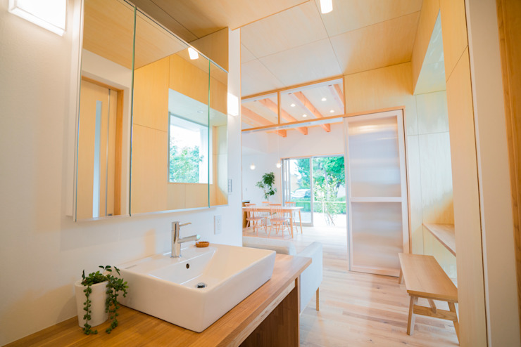 m+h建築設計スタジオ Modern bathroom Wood