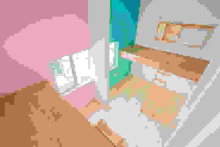Phòng trẻ em phong cách hiện đại bởi m+h建築設計スタジオ Hiện đại Gỗ Wood effect