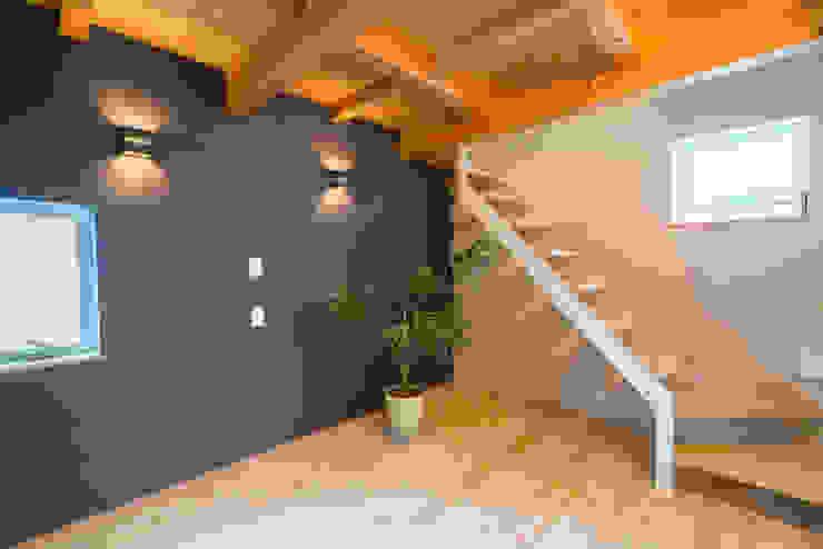 m+h建築設計スタジオ Modern style bedroom Wood