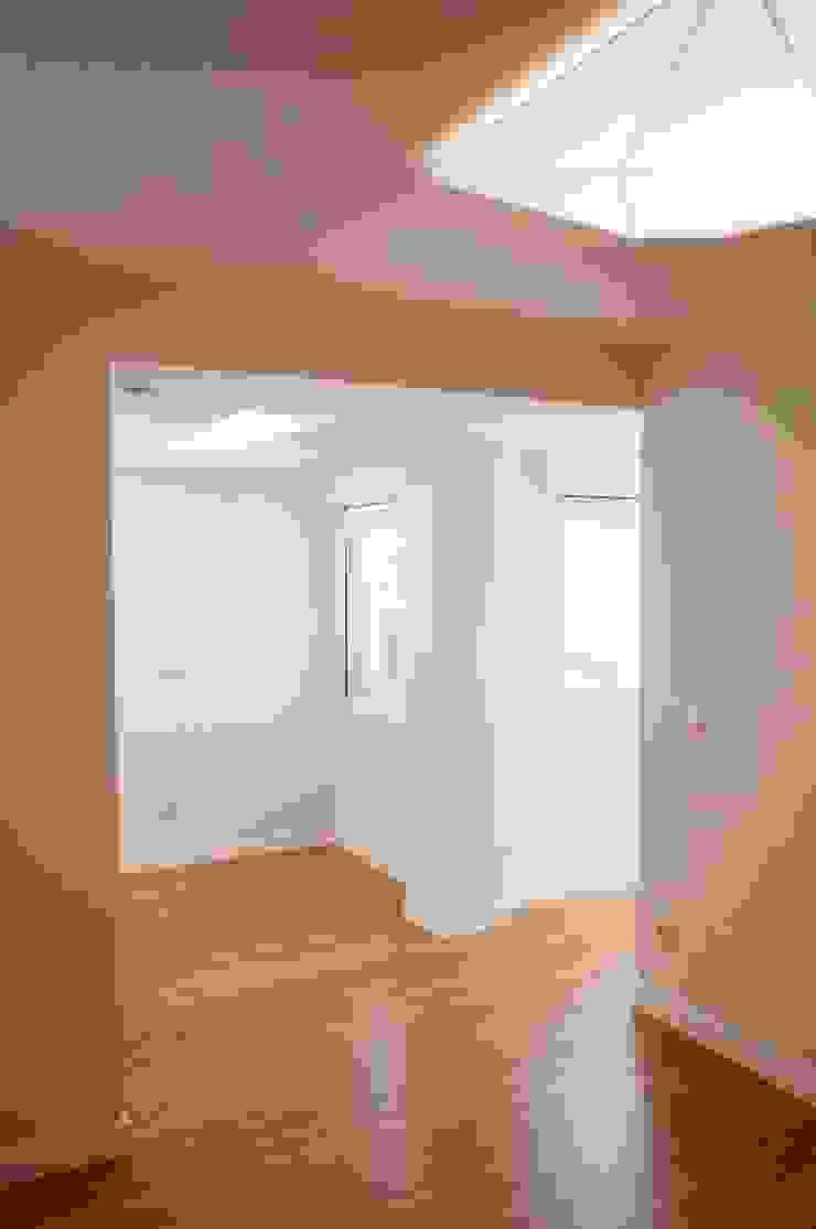 Dormitorios minimalistas de Intra Arquitectos Minimalista