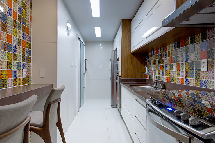 Kitchen by Milla Holtz Arquitetura, Eclectic