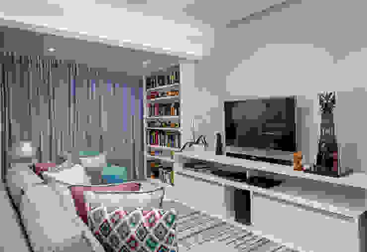 Гостиная в стиле модерн от Milla Holtz & Bruno Sgrillo Arquitetura Модерн