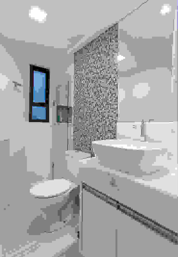 Baños de estilo moderno de Milla Holtz & Bruno Sgrillo Arquitetura Moderno