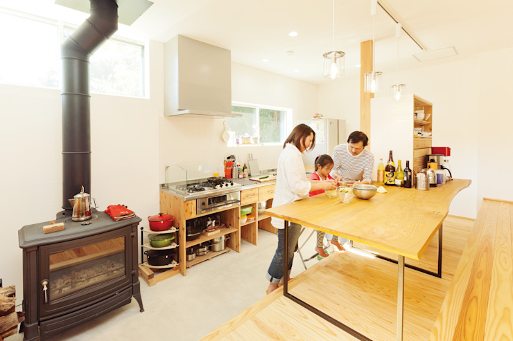 Eclectic style kitchen by 株式会社 建築工房零 Eclectic Wood Wood effect