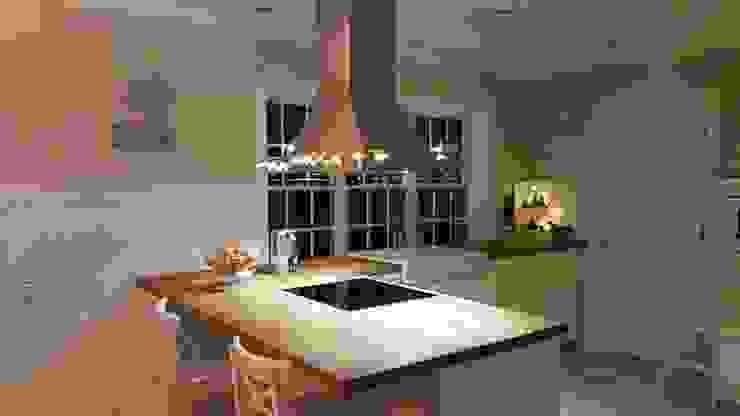 GEORGE L Küche:  Küche von THE WHITE HOUSE american dream homes gmbh,Landhaus