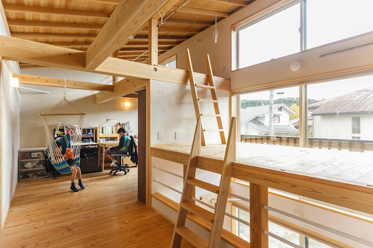 Dormitorios infantiles de estilo ecléctico de 株式会社 建築工房零 Ecléctico Madera Acabado en madera