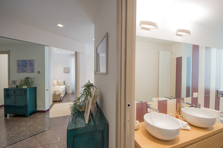 Modern Corridor, Hallway and Staircase by Lella Badano Homestager Modern