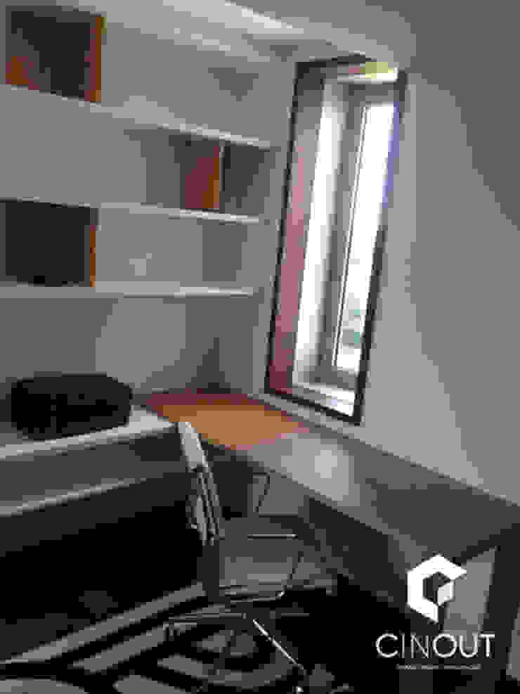 Escritório Apartamento por CINOUT - Obras, Design e Manutenção Lda.