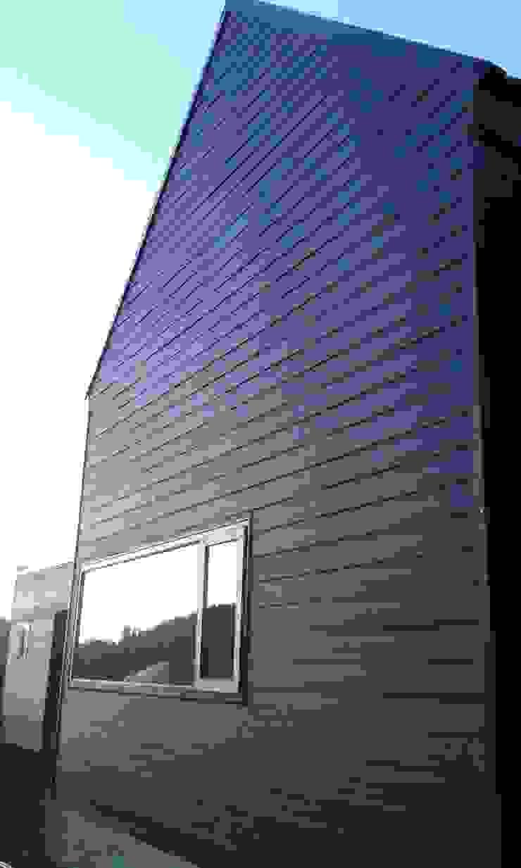 CASA QUAST Casas de estilo escandinavo de VIVANCO & PINTO D´AGUIAR ARQUITECTOS Escandinavo Compuestos de madera y plástico