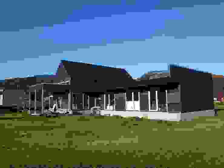 CASA QUAST Casas de estilo escandinavo de VIVANCO & PINTO D´AGUIAR ARQUITECTOS Escandinavo Madera Acabado en madera