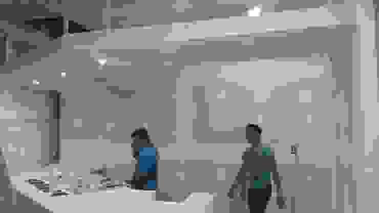 Sistema constructivo Centros comerciales de estilo minimalista de M4X Minimalista Tablero DM