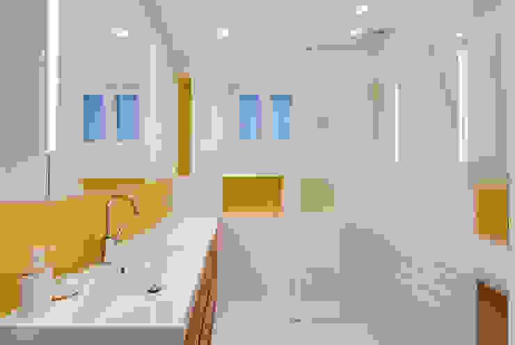 Banheiros modernos por ATELIER FB Moderno