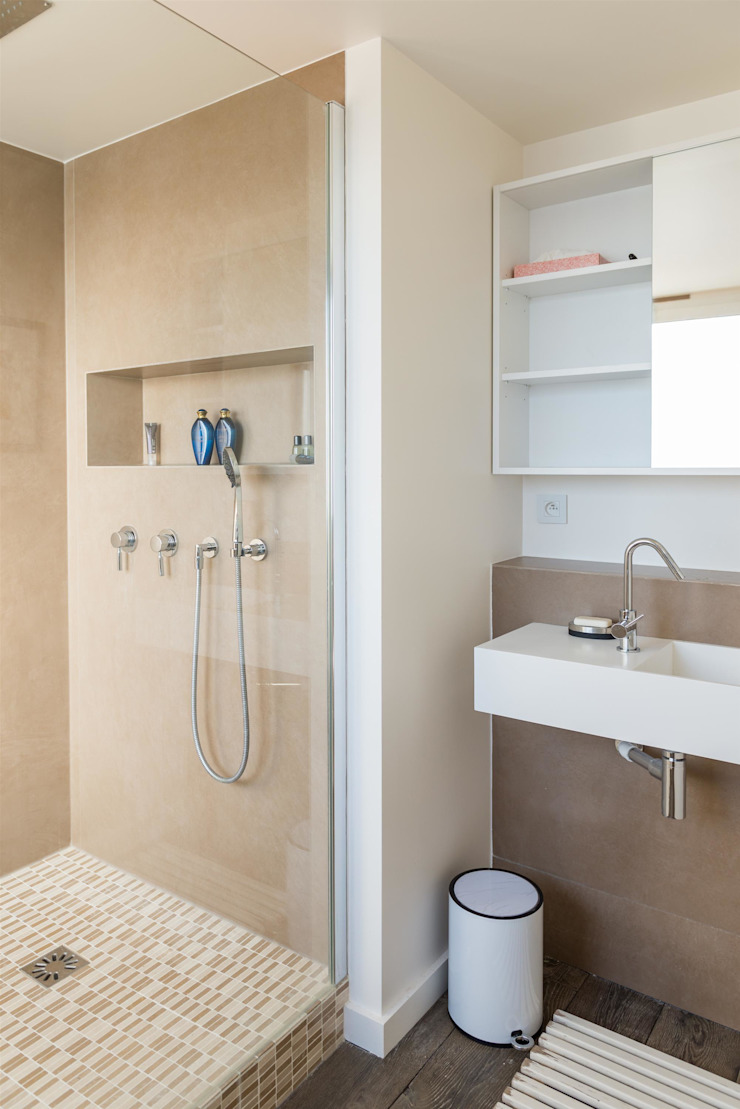 Modern bathroom by ATELIER FB Modern