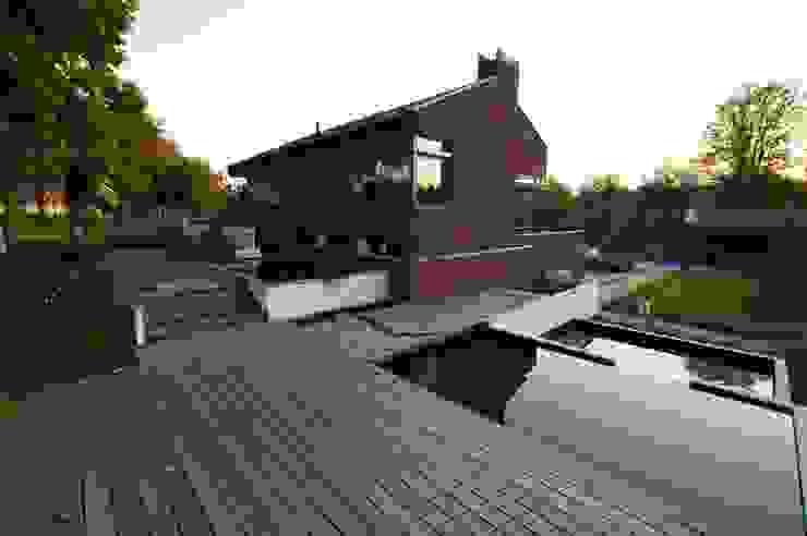 Nowoczesny ogród od GroenerGras Hoveniers Amsterdam Nowoczesny