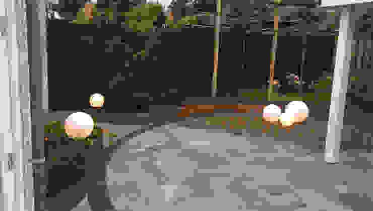 Achtertuin Uden Moderne tuinen van GroenerGras Hoveniers Arnhem Modern