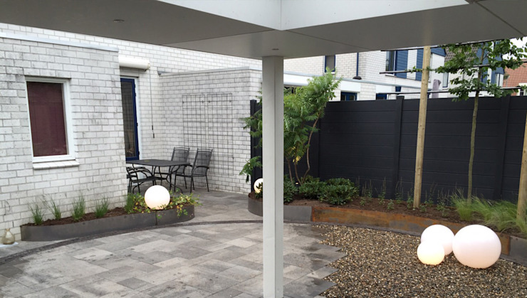 Achtertuin Uden Moderne tuinen van GroenerGras Hoveniers Breda Modern