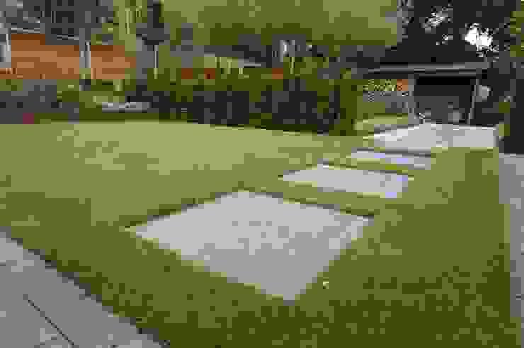 Jardines modernos de GroenerGras Hoveniers Breda Moderno