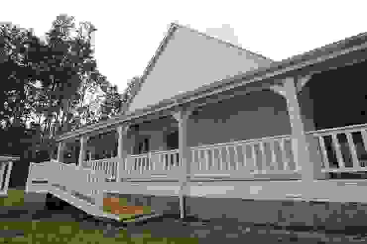 Casa Hott Balcones y terrazas rurales de homify Rural Madera maciza Multicolor
