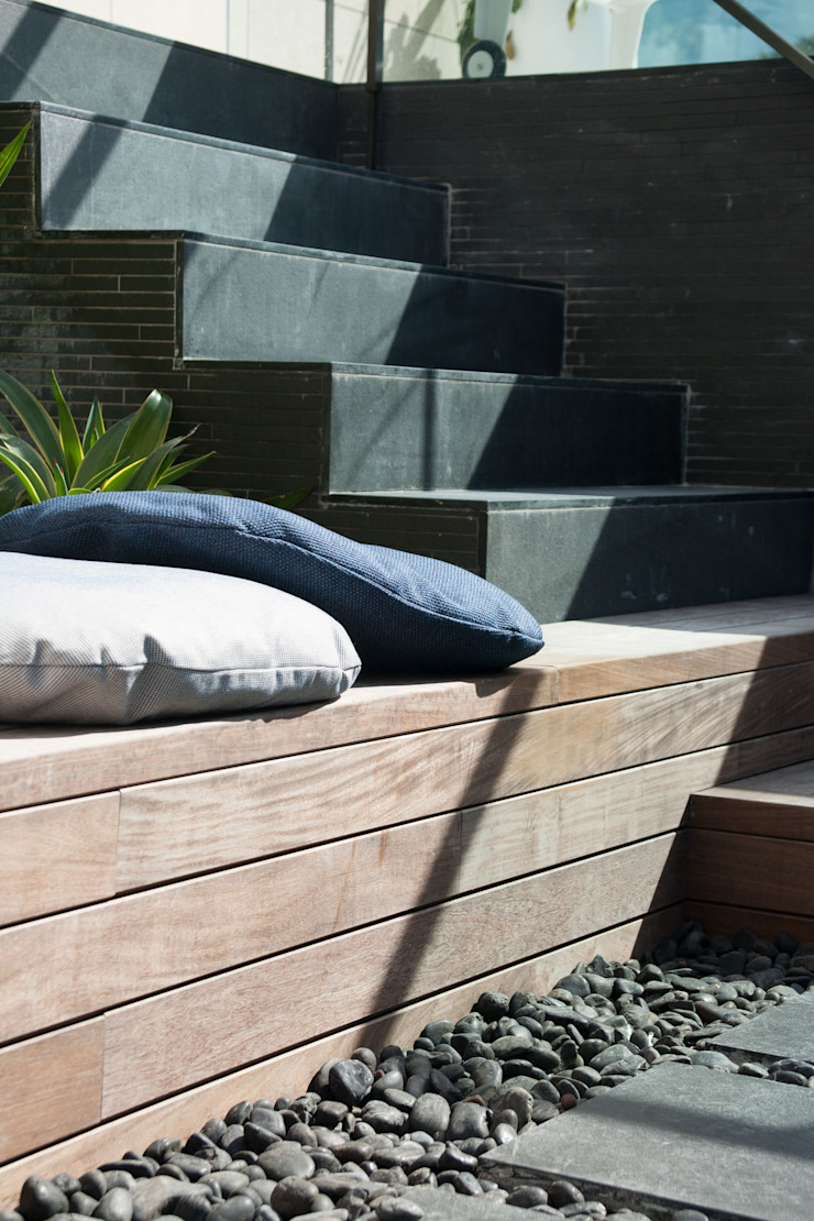 Take a seat in the Sun Modern garden by Sensearchitects_Limited Modern Stone