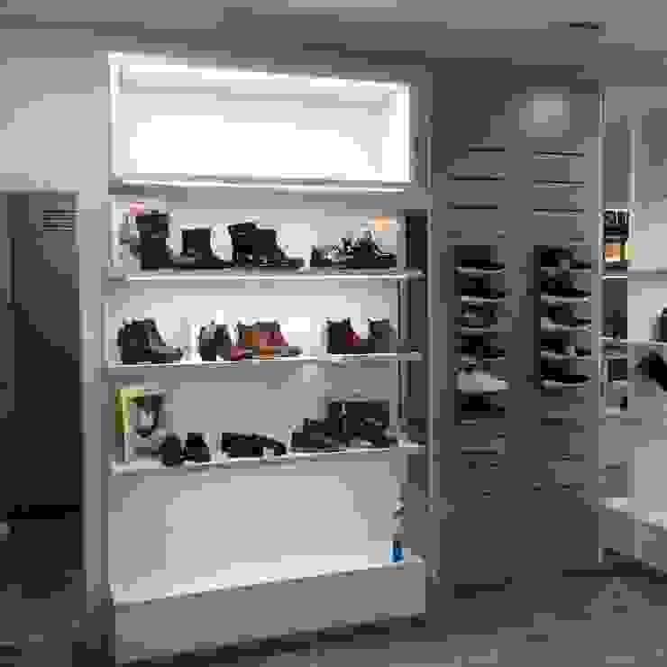 JJ Instalaciones Comerciales Granada SL Modern offices & stores Engineered Wood White