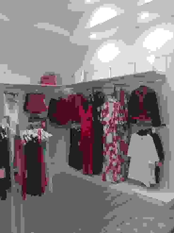 JJ Instalaciones Comerciales Granada SL Office spaces & stores Engineered Wood White