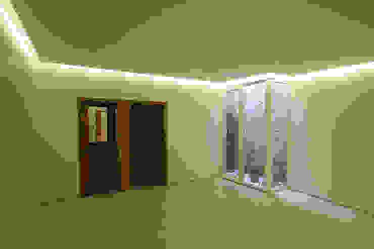 Casa J+L (em colaboração com o Gabinete <q>Esquissos 3G</q>) Ginásios modernos por Ricardo Baptista, Arquitecto Moderno