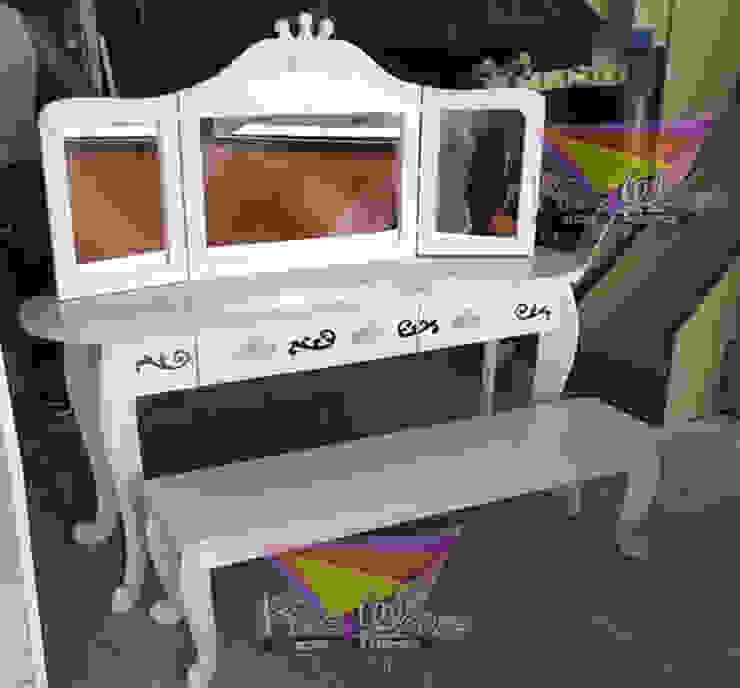Hermoso tocador para tres princesas de camas y literas infantiles kids world Clásico Derivados de madera Transparente