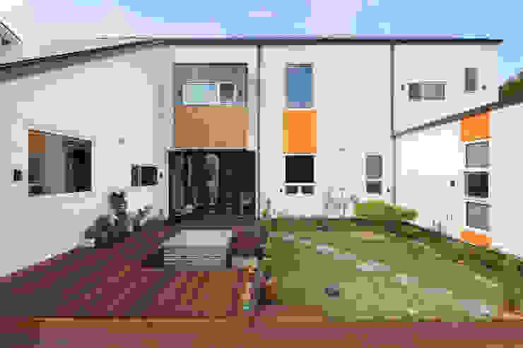 주택설계전문 디자인그룹 홈스타일토토 Giardino moderno Legno Arancio