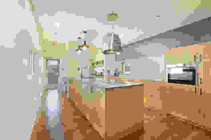 11자형 주방: 주택설계전문 디자인그룹 홈스타일토토의  주방,모던 우드 우드 그레인