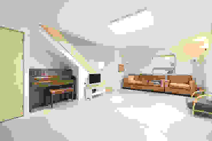 Livings de estilo moderno de 주택설계전문 디자인그룹 홈스타일토토 Moderno Azulejos
