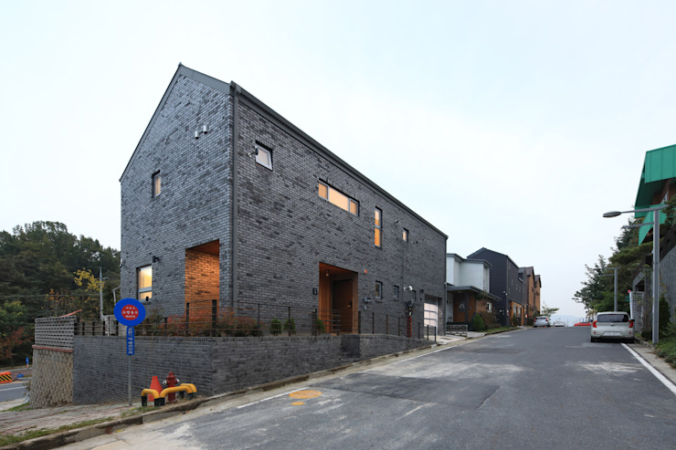 Casas estilo moderno: ideas, arquitectura e imágenes de 주택설계전문 디자인그룹 홈스타일토토 Moderno Ladrillos