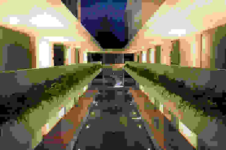 Hoteles de estilo  por D' Architects Studio