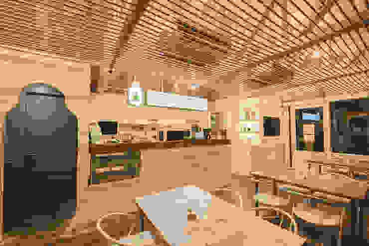 Modern Kitchen by 위상공간 Modern