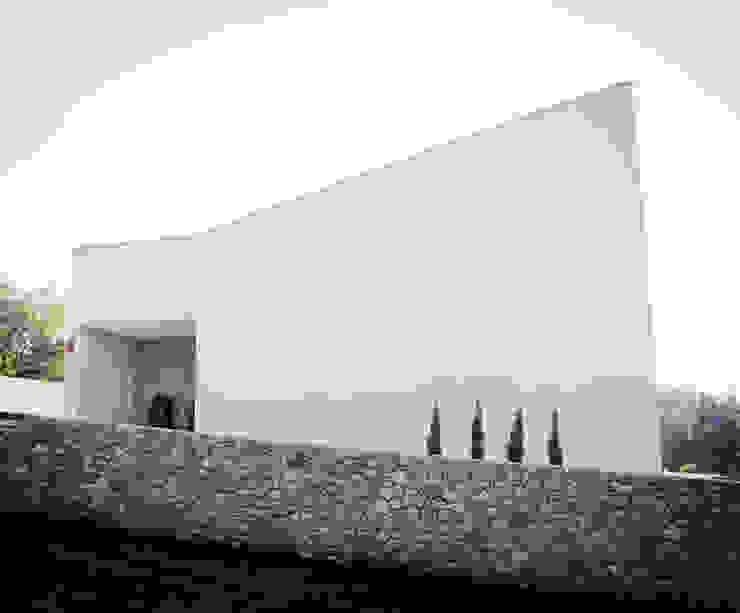 Casas de estilo minimalista de Oficina de Conceitos Minimalista Granito