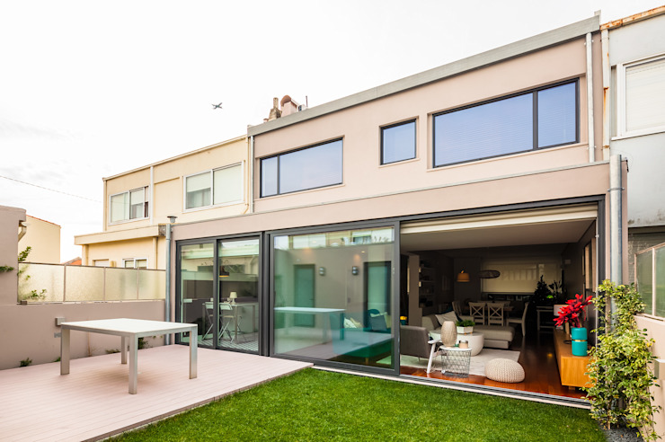 Vista exterior do jardim Jardins modernos por Franca Arquitectura Moderno
