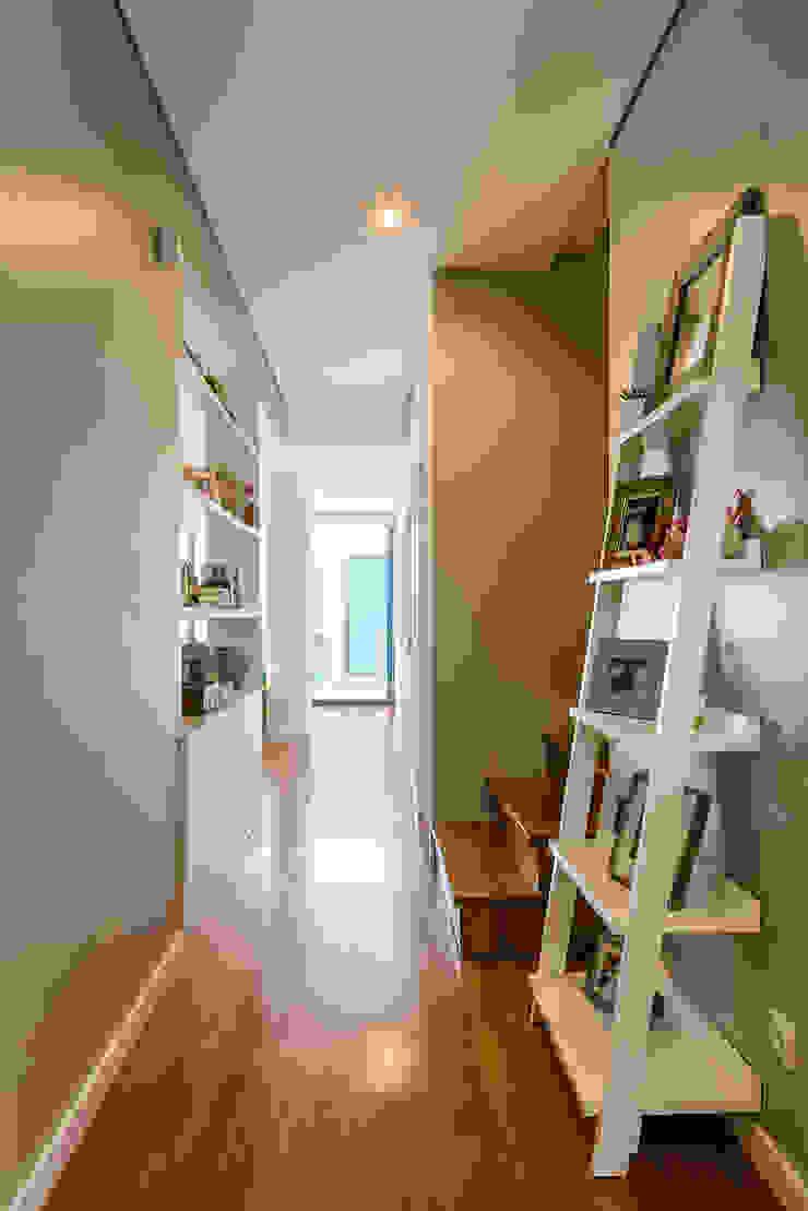 Entrada - Hall Corredores, halls e escadas modernos por Franca Arquitectura Moderno