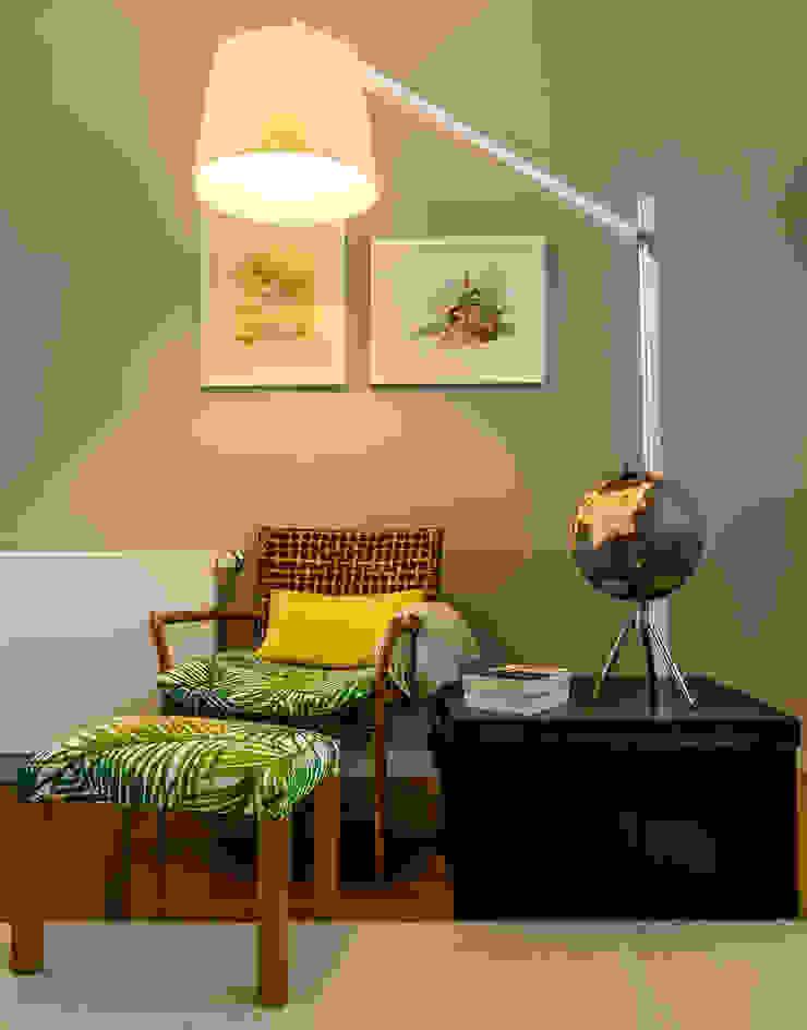 Recanto de leitura - sala de estar Salas de estar modernas por Franca Arquitectura Moderno