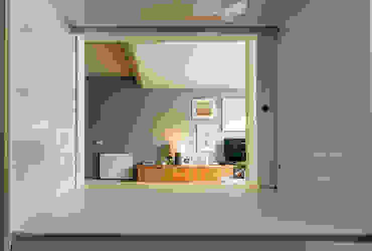 Passa pratos - Cozinha e Sala de estar Salas de estar modernas por Franca Arquitectura Moderno