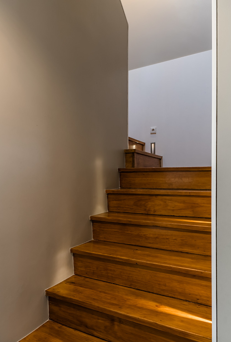 Escadas Corredores, halls e escadas modernos por Franca Arquitectura Moderno